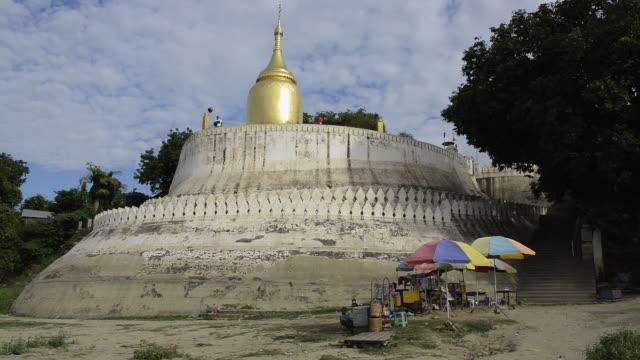 MS LA Shot of Shops in front of Bupaya temple with golden stupa at Ayeyarwady river / Bagan, Mandalay Division, Myanmar