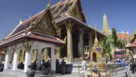 MS PAN Shot of tourists visiting wat phra kaeo temple in grand palace / Bangkok, Thailand