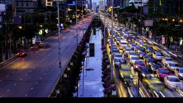 Schuss des Verkehrs bei Nacht
