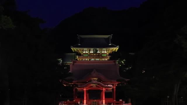 MS ZO Shot of Tsurugaoka Hachiman-gu shrine at night / Kamakura, Kanagawa, Japan