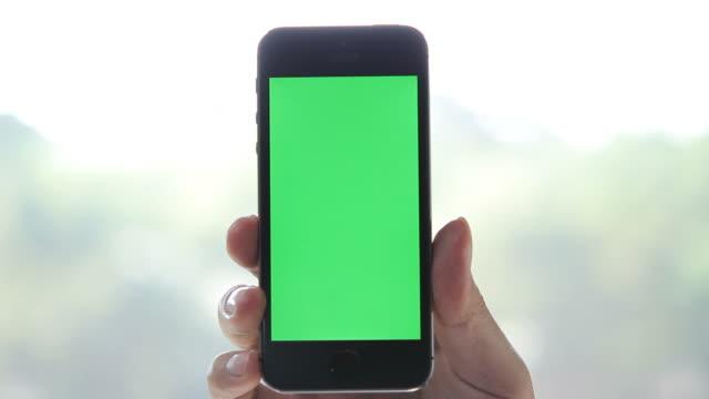 Mostrando un file con uno smartphone