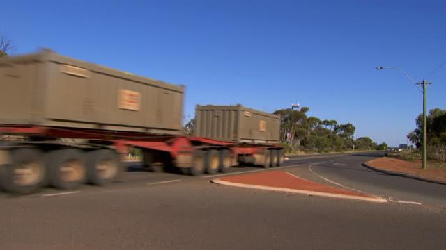 MS Side POV Shot of Road intersection, cars, trucks / Coolgardie and Kalgoorlie, Western Australia, Australia