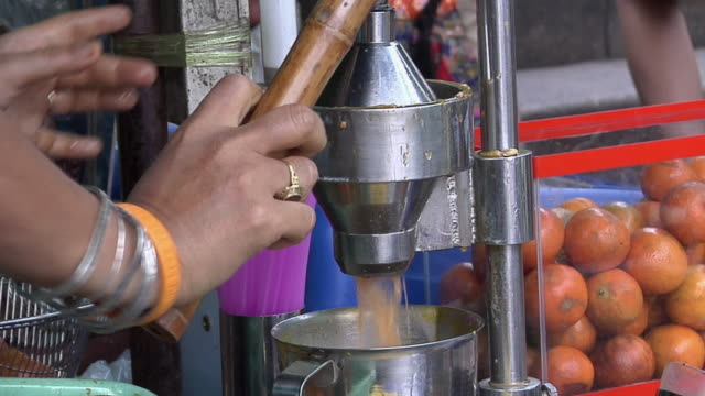 CU Sidewalk vendor squeezing thai orange juice / Bangkok, Thailand