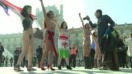 Siete mujeres que se proclaman militantes del mundo arabe y musulman se manifestaron desnudas en Paris contra la opresion con motivo del Dia...