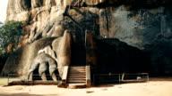 Sigiriya Rock Löwen Pfote und kippen Sie enthüllt die Schritte an die Spitze des Felsens