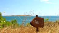 HD: Wegweiser an der Mittelmeerküste
