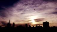 silueta de barrilete en la ciudad de córdoba argentina