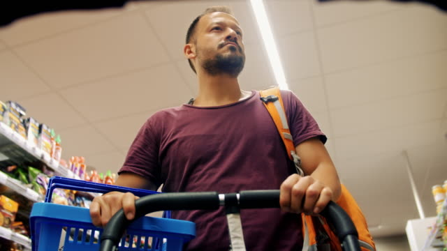 4K: Single father shopping
