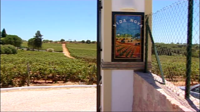 Sir Cliff Richard house in the Algarve PORTUGAL Algarve EXT Gates of the home of singer Sir Cliff Richard with statues of lions on either side and...