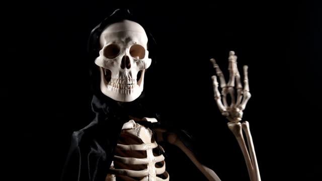 Skeleton talking and handshaking