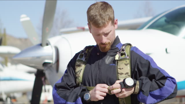 Skydiver Gears Up