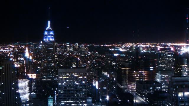 Skyline von New York City die Lichter der Stadt bei Nacht