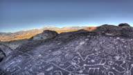 Skyrock petroglief. Bisschop, Californië. 4K.