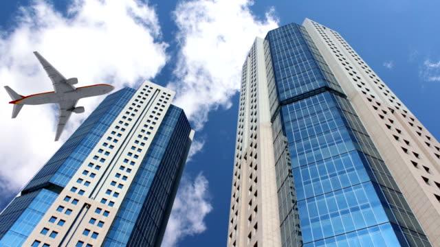 Grattacieli con grande aereo