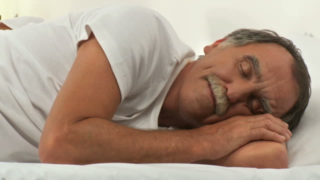 DOLLY HD: Schlafen am Morgen