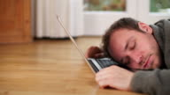 DOLLY: Dormire su computer portatile