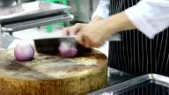 Slicing onion