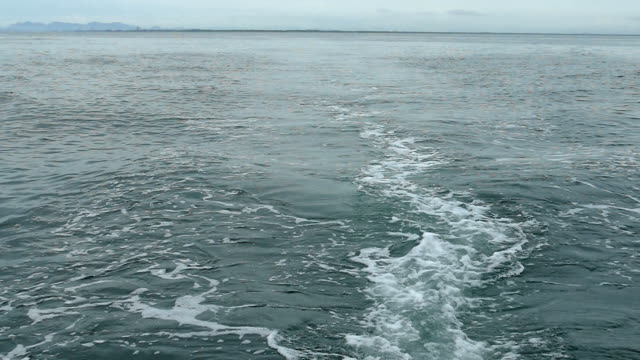 Slo Mo, Waves splashing