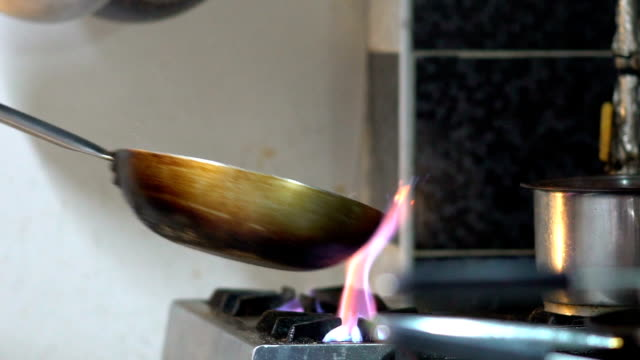 Slow-Motion flammenden Stir Fry