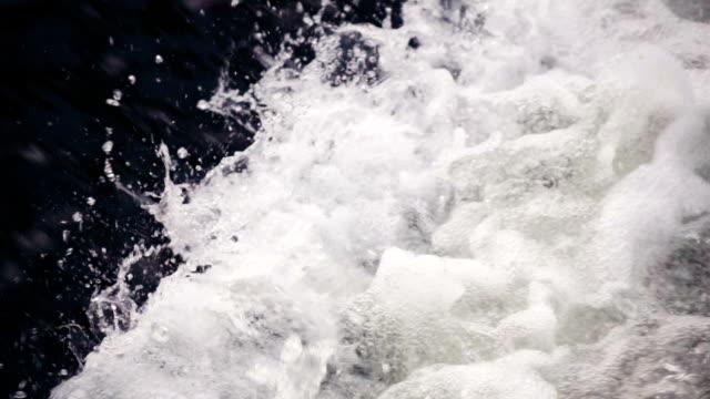 Zeitlupe: Wasserfall fließt Wasser Hintergrund,