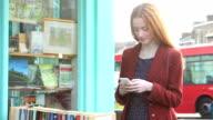Smartphone mit text Mädchen.