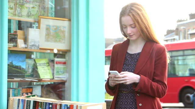 Smartphone SMS ragazza.