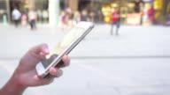 smartphone stedelijke scène
