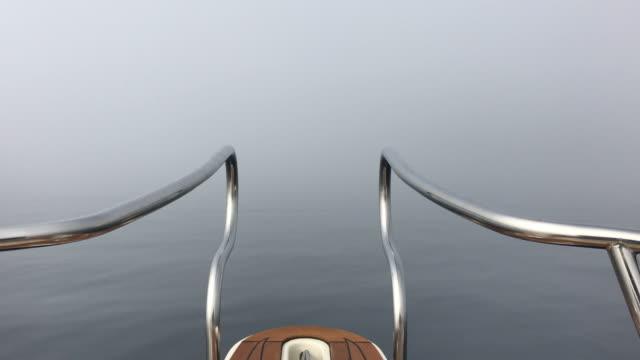 Smartphone-Video von nebligen Meer gemacht vom Bug des Bootes