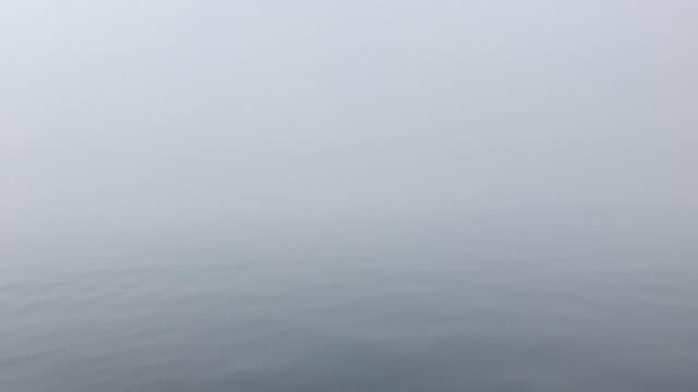 Smartphone-Video des Meeres von Nebel umhüllt