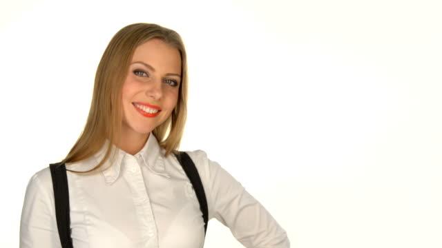 smiley Frau zeigt auf leere Textfreiraum