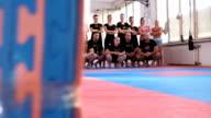 Sneak Peak von einer Sportmannschaft posieren für Fotografie