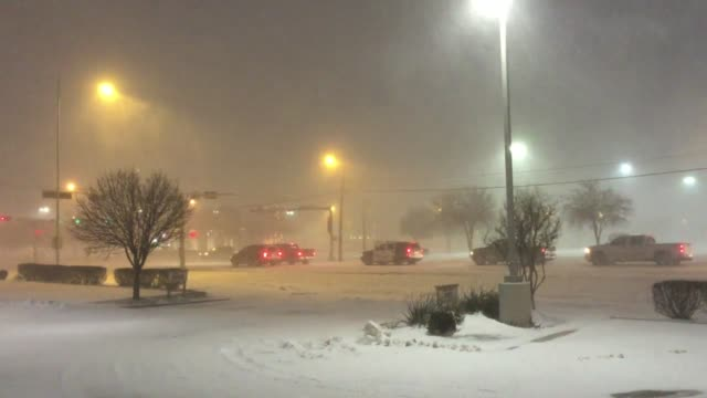 Snow accumulation in Lubbock TX at 50th Street and Indiana Avenue