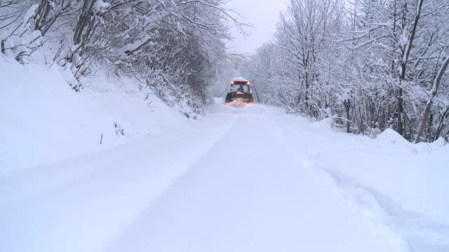 HD: Sulla strada di inverno neve Aratro
