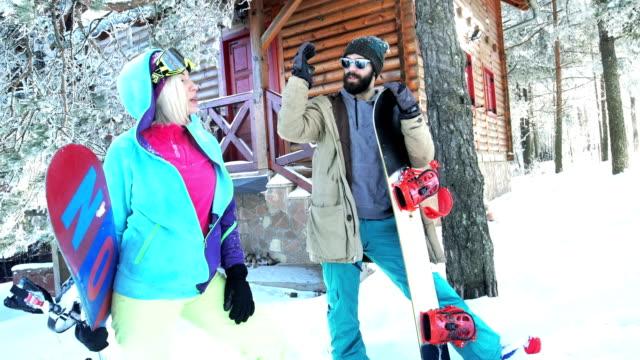 Snowboarders op de berg