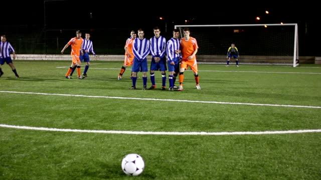 Fußball-Football-Spieler-Bewertungen Free-Kick-Tor und feiert