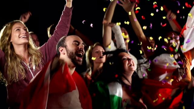 Fußball und Fußball/Sportfans, fans jubeln der Zuschauer (Zeitlupe)