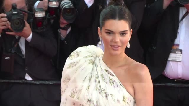 Social media is abuzz with the news that US supermodel Kendall Jenner 21 will receive the Daily Front Row's Fashion Icon of the Decade award at New...
