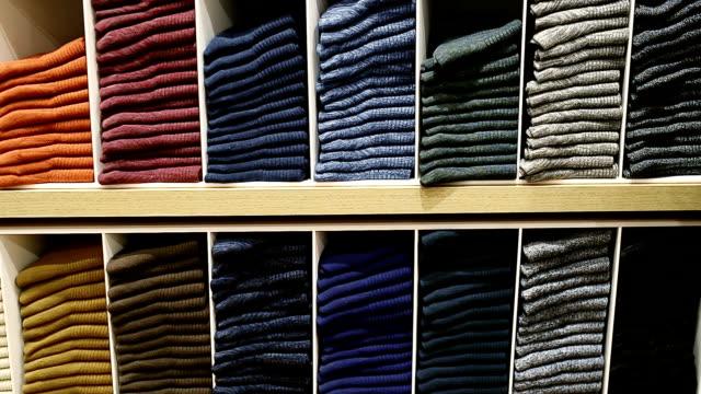 Sockor på hyllan i butik