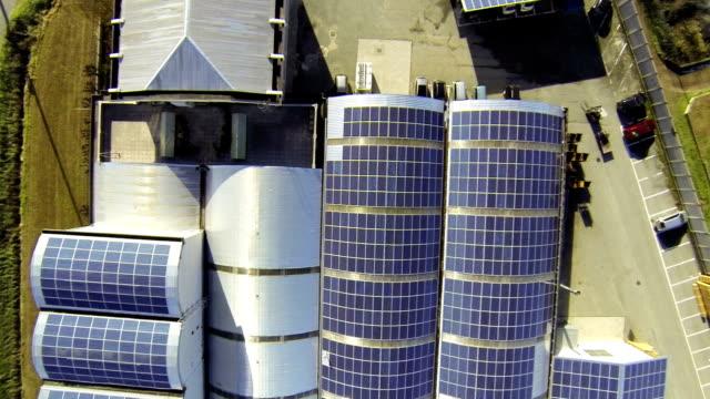 Sonnenkollektor auf dem Dach des Hotels-Luftaufnahme