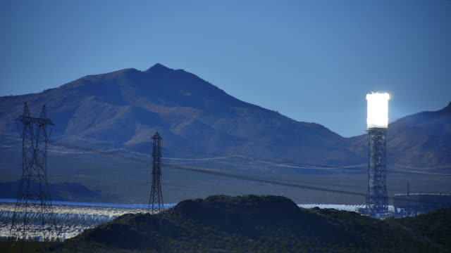 Solar Power Tower ampia sinistra 4 k