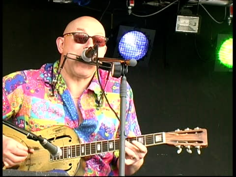 Solo guitar and harmonicist performance: Woody Mann, Great Britain