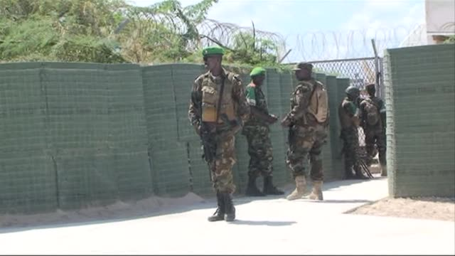 Somalias Islamist Shebab rebels carried out a major bomb and armed assault against the countrys presidential palace late Tuesday penetrating the...