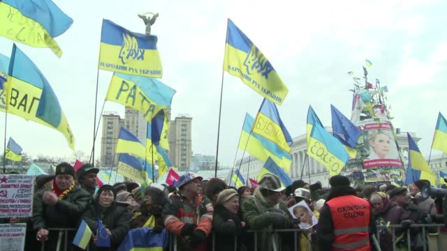 Some 200000 Ukrainian protesters massed in central Kiev on Sunday in defiance of hugely controversial new curbs pushed through by President Viktor...