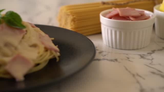 spaghetti carbonara ham