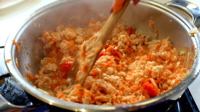 Spaghetti Sauce, slo mo