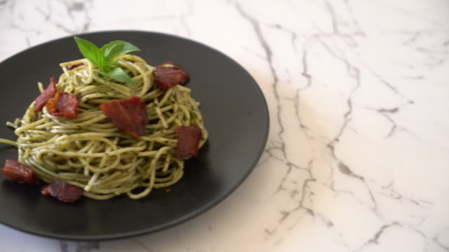 Spaghetti with basil pesto and bacon