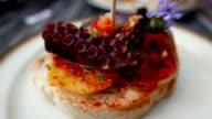 Tapas spagnole, pinchos. Piccolo tipico dishes. versione 1