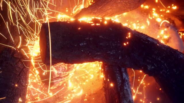 gnistbildning bonfire