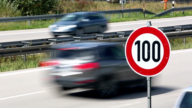 Speed limit on German Autobahn + Audio
