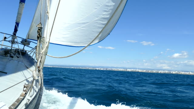 Speed yacht on wind-filled sails